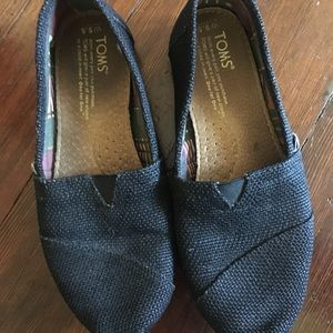 Toms shoes in black burlap 5.5